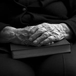 depositphotos_42748301-stock-photo-old-hands